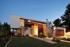 Modern home. I really like oddly stacked houses