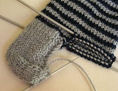 Priscila: MEDIAS DE LANA CON CINCO AGUJAS Crochet Needles, Knit Crochet, Pretty Shoes, Baby Sweaters, Knitting Socks, Crochet Doilies, Sock Shoes, Fingerless Gloves, Arm Warmers