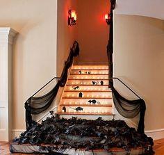halloween dekor innen treppen schwarze blätter mäuse
