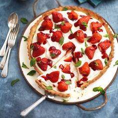Aardbeienkruimeltaart met mascarpone recept - Jamie magazine