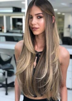 28 Hair Color Trends That'll Be Huge in 2019 - Lange Haare Ideen Beauté Blonde, Brunette Hair, Ombre Hair Color, Hair Color Balayage, Bronde Hair, Haircolor, Bayalage, Long Layered Hair, Long Hair Cuts