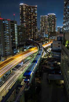 Tokyo Monorail by Sandro Bisaro on Flickr. 이 모노레일 하네다공항선 (東京 モノレール羽田空港線) 사진찍은곳이 아마도 바로 그 치산호텔 하마마츠쵸...