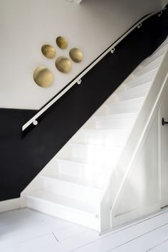 & donebymyself & donebymyself The post & donebymyself appeared first on Home. Stairs Window, House Stairs, Hallway Inspiration, Interior Inspiration, Hallway Paint, Interior Stairs, Staircase Design, Staircase Decoration, Stairways