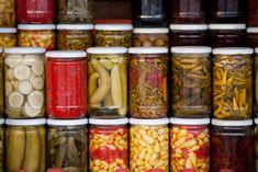 Így készül a tökéletes SAVANYÍTÓLÉ nyáron – egyszerű, olcsó, és sok adagra elég | NOSALTY Fermenting Jars, Fermentation Recipes, Kombucha, Chefs, How To Make Pickles, Celiac Recipes, Food Waste, Recipes For Beginners, Some Recipe