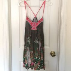 Free People mini dress, size XS Cute, flirty mini dress, perfect for an outdoor concert or date night! Only worn a few times. Free People Dresses Mini
