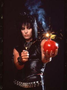 Joan Jett - Cherry Bomb (1976)