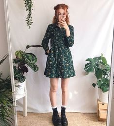 roupa Love this dress style! : roupa Love this dress style! Look Fashion, 90s Fashion, Korean Fashion, Fashion Outfits, Fashion Tips, Fashion Quiz, Fashion Articles, French Fashion, Retro Fashion
