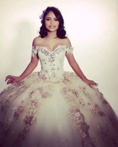 Rose Gold Quinceanera Dresses, Big Wedding Dresses, Quinceanera Ideas, Prom Dresses, Charro Dresses, Vestido Charro, Quinceanera Photography, Quince Decorations, Quince Dresses
