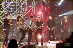 One Direction Sings 'Where Do Broken Hearts Go' With Ronnie Wood on 'X Factor UK' Final