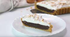 Torta con cuore di cioccolato e mantello di meringa, una soffice ricetta da non perdere.