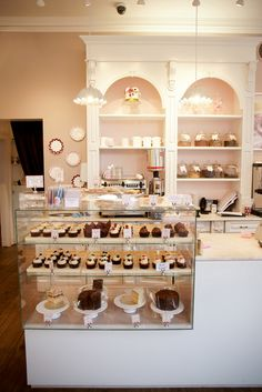 Inspirations of Coffee Place Design That is Suitable in your Home Bakery Decor, Bakery Interior, Coffee Shop Interior Design, Coffee Shop Design, Cupcake Shop Interior, Cake Shop Design, Café Design, Bakery Design, Patisserie Design
