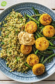 Mediterranean salad with falafel Recipe Raw Food Recipes, Veggie Recipes, Vegetarian Recipes, Healthy Diners, Hello Fresh Recipes, Fingerfood Party, Good Food, Yummy Food, Dairy Free Diet