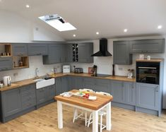 For our 100 Beautiful Kitchens competition, we asked builders to share photos of a Howdens kitchen they have installed. This is our Fairford Slate Grey kitchen, shared by builder Neil Goodchild. For more inspiration, visit Howdens. Open Plan Kitchen Dining Living, Open Plan Kitchen Diner, New Kitchen, Kitchen Reno, Kitchen Cabinets, Diy Kitchen Decor, Kitchen Furniture, Kitchen Ideas, Cheap Furniture