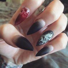 Witch Nails, stiletto nail art design idea for Halloween. | ideas de unas
