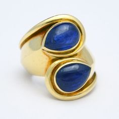 SUZANNE BELPERRON GOLD AND SAPPHIRE RING Absolutely stunning ring by Suzanne Belperron in 18k gold set with vibrant sapphires. The form is very dynamic, and it is really beautiful on the finger.