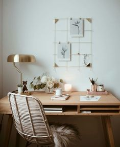 White Home Office Ideas To Make Your Life Easier; home office idea;Home Office Organization Tips; chic home office. Home Desk, Home Office Space, Office Workspace, Home Office Design, Home Office Decor, Small Office, Office Furniture, Office Nook, Study Office