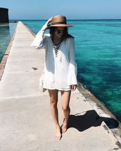 Key West | Thrifts and Threads. White kaftan+brown straw sun hat+white crochet shoulder bag. Beach outfit 2016