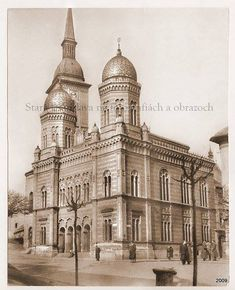 Neolog synagogy Bratislava-no longer exists, was demolished in 60 years in Construction of bridges Bratislava Slovakia, Classical Architecture, Winter Snow, Continents, Old Photos, Notre Dame, Barcelona Cathedral, Taj Mahal, Europe