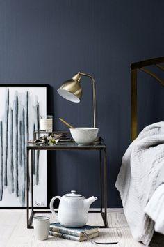 Wil je graag een stijlvol interieur creëren, dat luxe en chic aanvoelt? Je kunt een muur in een donkere kleur schilderen, zoals in dit prachtige appartement. Denk daarbij aan donkergroen, mat zwart of een combinatie van antraciet en donkerblauw. Maar volgens ons zorgt veel glas in het interieur ook voor een instant stylish effect. Glas …