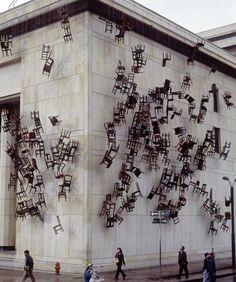 """Colombian artist Doris Salcedo, ""Noviembre 6 y installation at the Palace of Justice, Bogotá Sculpture Art, Sculptures, Collage Kunst, Street Art, Instalation Art, Urbane Kunst, Fine Art, Conceptual Art, Public Art"