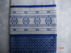 Panos de prato em tecido de sacaria de boa qualidade com barra em tecido de algodao e bordados em vagonite R$ 15,00 a unidade
