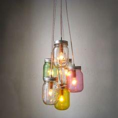 Wil je graag een gave, unieke #lamp om je woon- of slaapkamer mee op te laten lichten, maar heb je geen geld voor echt design? Kijk dan eens naar deze gave #DIY -opties. Sommige zijn echt makkelijk zelf te #maken.