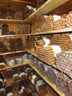 Pipes And Cigars, Cigars And Whiskey, Cuban Cigars, Whisky, Churchill Cigars, Cigarette Aesthetic, Cigar Store, Cigar Men, Cigar Humidor