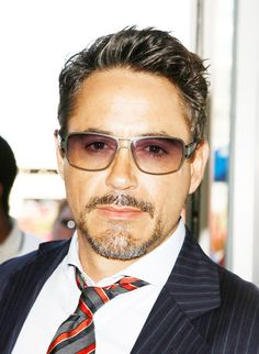 Robert Downey Jr has reported that he wants to do a Halloween (I am assuming The Holiday) and not Michael Myers Halloween themed film. Robert Downey Jr., Mae West, Sexy Bikini, I Robert, Handsome Actors, Handsome Man, Downey Junior, Cinema, Tony Stark