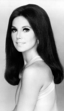 Marlo Thomas That Girl B/W Studio Portrait Long Hair Photo Print Marlo Thomas, Danny Thomas, That Girl Tv Show, Beautiful Celebrities, Beautiful Women, Beautiful People, Female Celebrities, Pretty People, Celebs