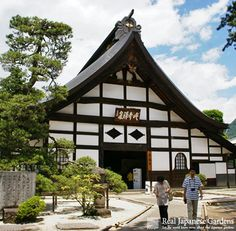 Erin-ji (恵林寺) Quiet Zen temple in Yamanashi - Click to see the eBook! http://www.japanesegardens.jp/gardens/famous/000022.php   | Real Japanese Gardens