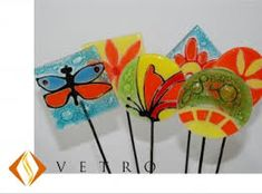 Resultado de imagen para tutores vitrofusion Glass Garden Art, Yard Art, Potted Plants, Fused Glass, Cactus, Projects To Try, Garden Stakes, Veronica, Google