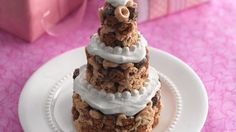 These dainty little cereal bar cakes are perfect for a bridal shower!