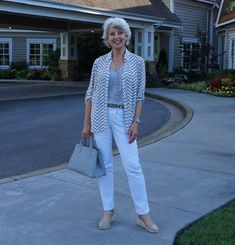 The Best Fashion Ideas For Women Over 60 - Fashion Trends Over 60 Fashion, Over 50 Womens Fashion, 50 Fashion, Basic Wardrobe Pieces, Portofino Shirt, White Outfits, Classy Outfits, Light Jacket, Fashion Outfits