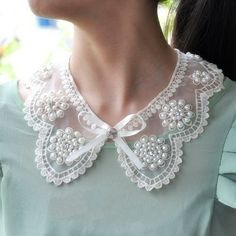 Ana Rosa- Pretty pearl and lace collar. Faux Col, Col Crochet, Motifs Perler, Peter Pan Collars, Pearl And Lace, Blog Love, Fashion Face, Mode Inspiration, Fashion Details