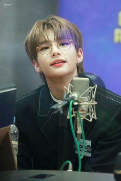 My heart is melting 😍 Fandom, Jin, Felix Stray Kids, Kid Memes, Kids Wallpaper, Lee Know, Lee Min Ho, Boyfriend Material, Bias Wrecker