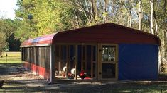 A carport chicken coop Walk In Chicken Coop, Chicken Coop Garden, Chicken Coop Run, Diy Chicken Coop Plans, Chicken Coop Designs, Building A Chicken Coop, Building A Shed, Diy Cat Enclosure, Poultry House