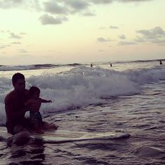 Had to share :) look at the happiness! And you know he's sporting his all natural surf Butter for sun protection ;) #surf #daddy #baby #love #family #christmas #fun #costarica #waves #ocean #beach #surfbutter #cosmetics #organic #allnatural #sports #catchthewave #applywithconfidence #skiing #hiking #biking #fishing #happy #skile #laugh #cute #instagood