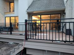 Simon of Coastal Living Builders has completely brought new life to an older deck installing Westbury Riviera Railing! Composite Deck Railing, Metal Deck Railing, Deck Railing Systems, Balcony Railing, Deck Design Plans, Building Design Plan, Deck Plans, Building A Deck, Synthetic Decking