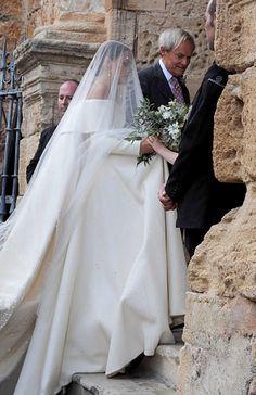Lady Charlotte Wellesley e Alejandro Santo Domingo se casaram em Granada, na Espanha, e a noiva usou um vestido incrível assinado por Emilia Wickstead.