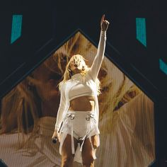 Ellie Goulding looks super happy after performing at Coachella
