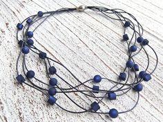Lederkette dunkelblau mit Polaris Perlen und einem Edelstahl Magnet Verschluss 26,00 €
