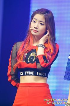 Su carita pls :'v Nayeon, South Korean Girls, Korean Girl Groups, K Pop, Stage Outfits, Girl Outfits, All About Kpop, Twice Dahyun, Korean Singer