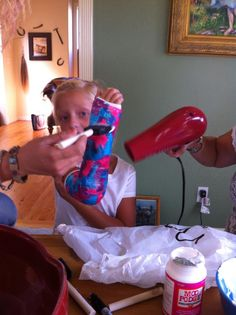 My sister is a genius! She took her daughters boring white cast and used Tissue Paper,Modge Podge and Glitter for some BLING! Look at how cute her daughter's cast is now !!!! Why didn't I think of this ?