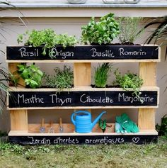 Ideas for pallet outdoor furniture ideas herbs garden Potager Garden, Balcony Garden, Herb Garden, Vegetable Garden, Garden Landscaping, Palette Beet, Potager Palettes, Diy Pallet Projects, Kraut
