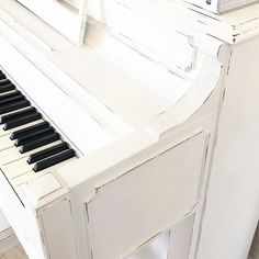 Think you can't paint a piano? Think again! We can't take our eyes off this distressed #ChalkPainted piano from myriamporrazzo 🎹🖌️ . #RustoleumCAN #Chalked #ChalkedPaint #ChalkPaintedFurniture #PaintedPiano #DIYProject #DIY Chalk Paint Projects, Chalk Paint Furniture, Diy Projects, White Piano, Little Prayer, My Childhood, Give It To Me, Painting, Living Room