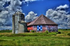 Octagon barn with a barn quilt | Flickr - Photo Sharing!