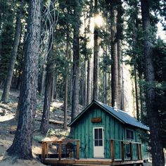 tiny cabin perfection Tiny Cabins, Cabins And Cottages, Log Cabins, Small Cabin Plans, Forest Cabin, Cabin In The Woods, Little Cabin, Cozy Cabin, Film Inspiration