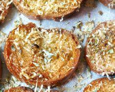 Crostini di pane al forno aromatizzati Bruschetta, Baguette, Baked Potato, Muffin, Potatoes, Baking, Breakfast, Ethnic Recipes, Easy