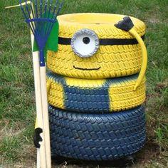 Tire Minion - Fun Loving Garden Art Idea by Upcycling Household Items Garden Crafts, Garden Projects, Garden Ideas, Garden Tools, Art Projects, Minions, Funny Minion, Tire Craft, Reuse Old Tires