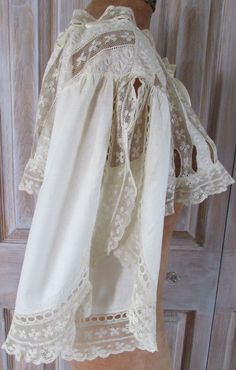 These sleeves! Vintage cotton and lace top.